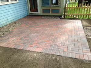 Photo 1 (1). HOLLAND 4X8 PATIO 90 DEGREE HERRINGBONE PATTERN