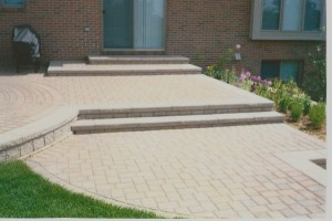 PRECAST BLOCK PATIO STEPS