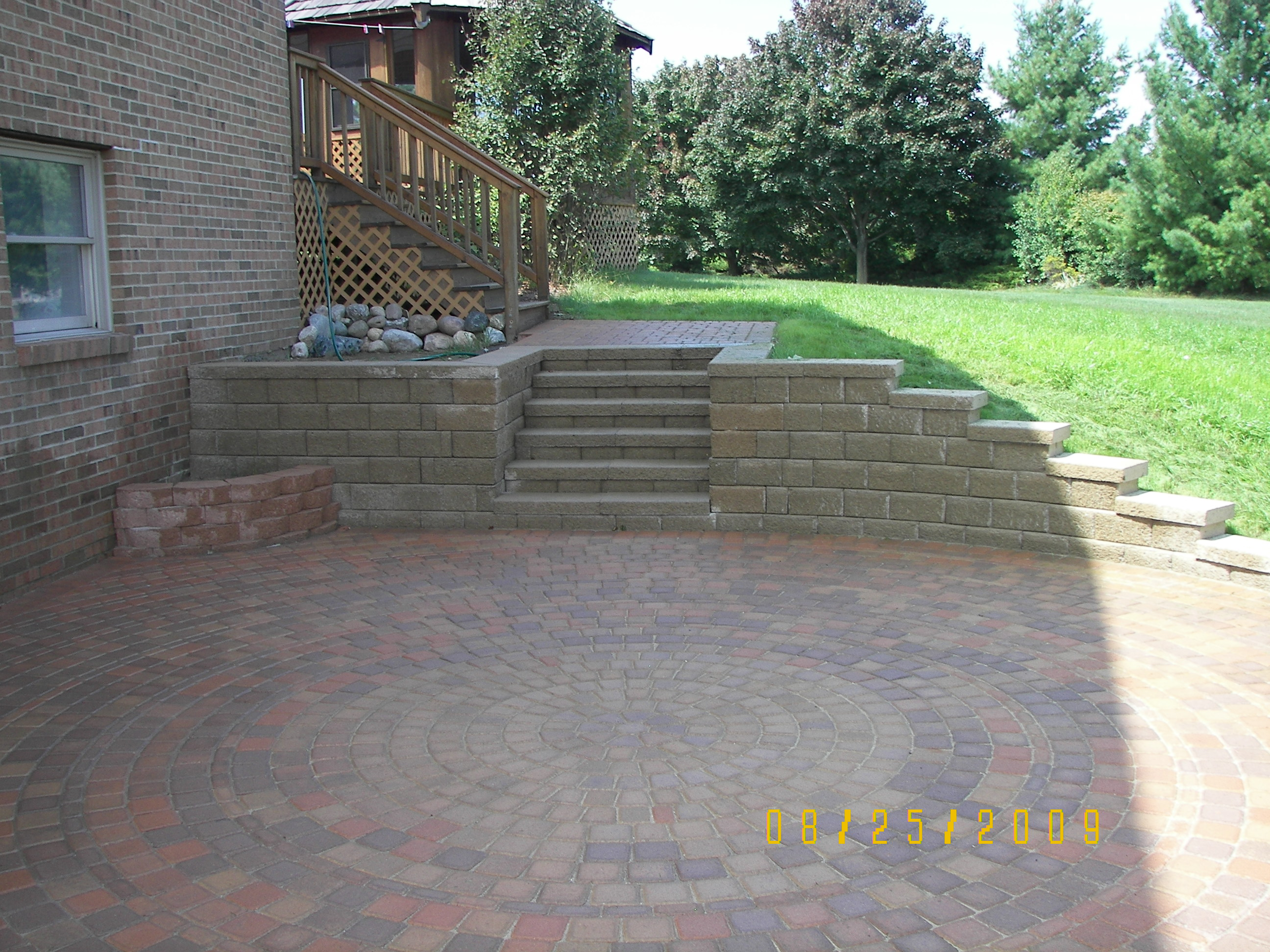 100 2913 Fendt Country Manor Retaining Wall With Steps